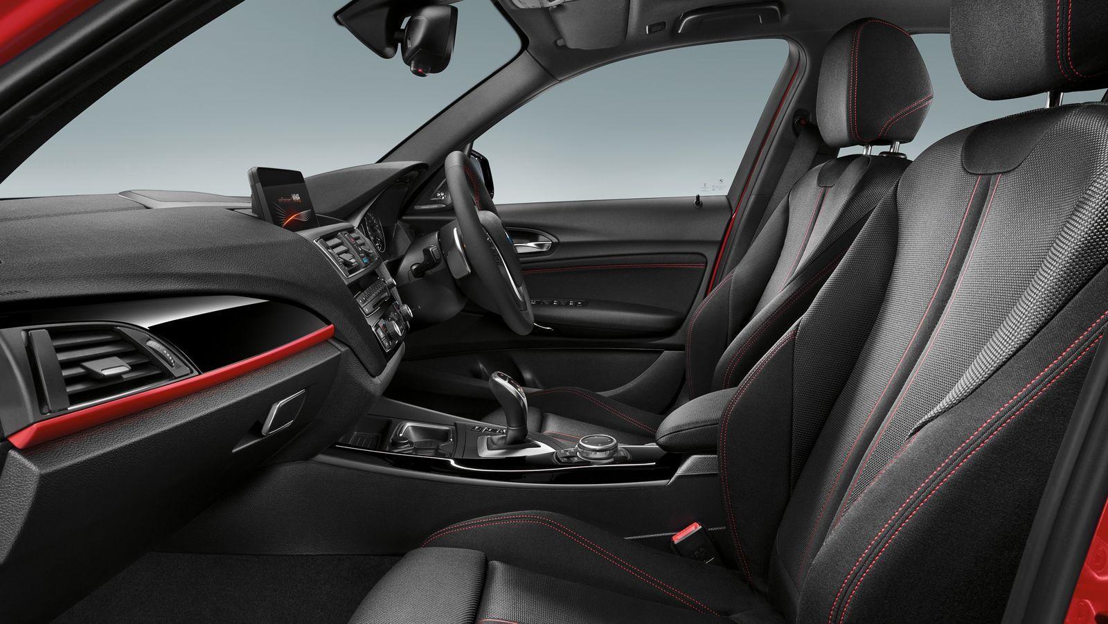 P90171627-highRes-1-series-interior
