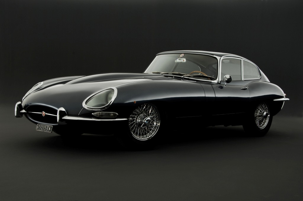 Jaguar-E-Type-side-view